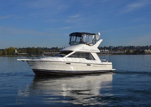 Bayliner 3388 Command Bridge Motoryacht image