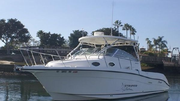 Seaswirl Striper 2901 Walk Around O/B (Dual Engine)