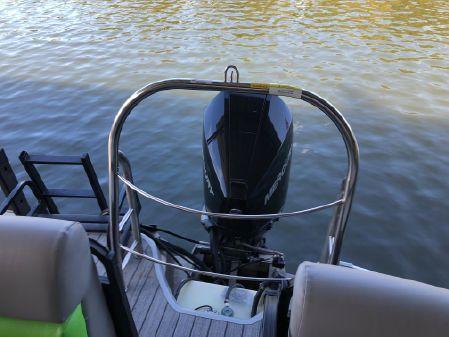 Lowe 270 SS Tri-Toon image