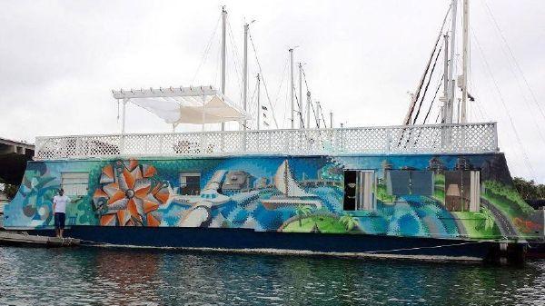Houseboat Pleasure