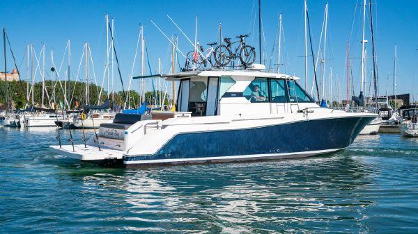 Tiara Yachts Q44