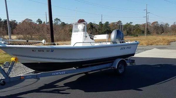Sea Pro SV1900CC Bay Boat
