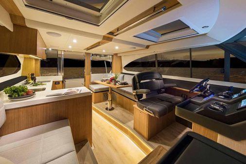 Riviera 395 SUV image
