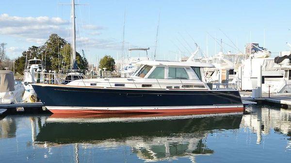 Sabre Yachts 48 Salon Express 1.jpg