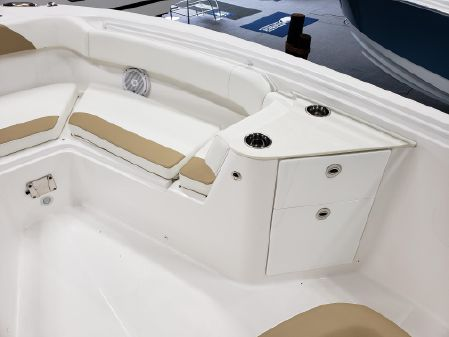 Edgewater 262CC Center Console image