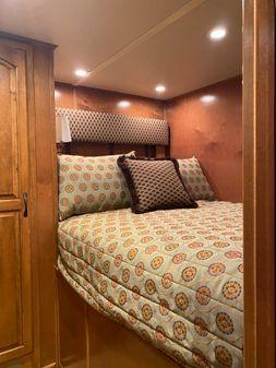Thoroughbred Houseboat image