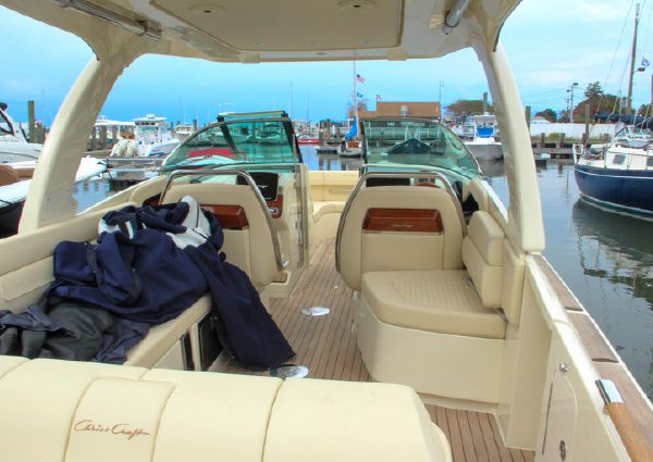 Chris-Craft Launch 31 GT Outboard image