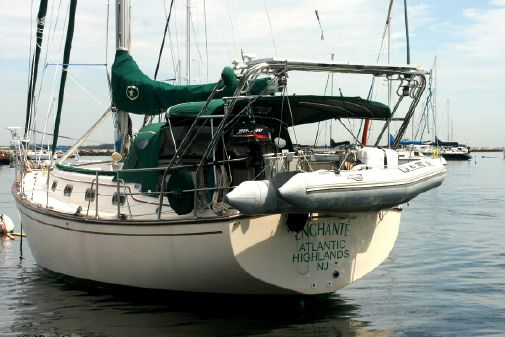 Island Packet 35 Cutter image
