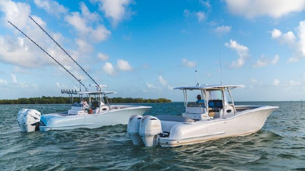 Mag Bay 33 Center Console