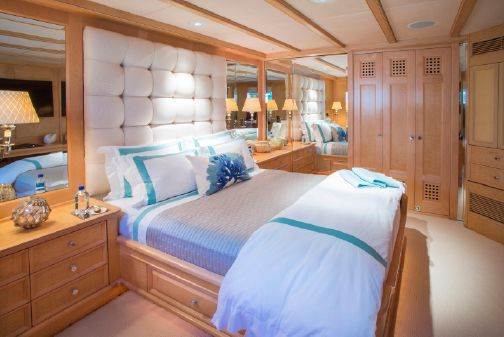 Admiral Pilothouse image