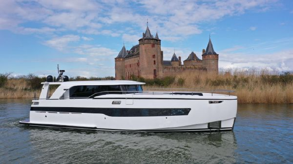 StormYachts X53F