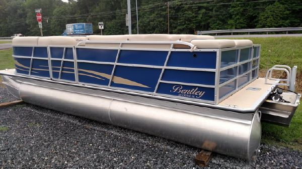 Bentley Pontoons 220/223 Cruise