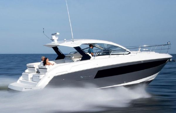 2019 Cruisers Yachts 39 Express Coupe