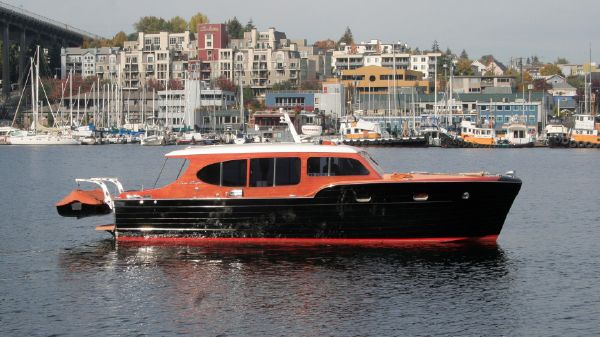 Chris-Craft Express Cruiser