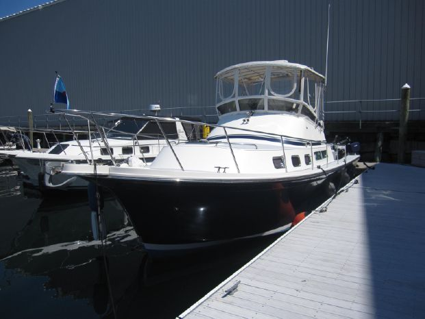 2004 Albin 35 Command Bridge