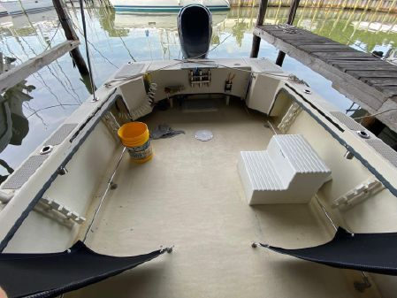May-Craft 2550 Pilothouse Cabin image
