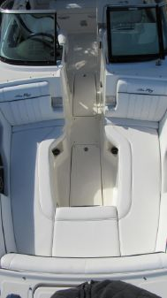 Sea Ray 240 Sundeck Outboard image