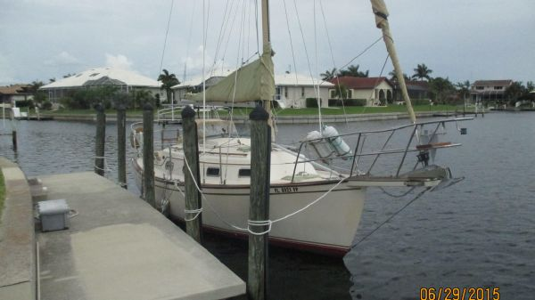 Island Packet 27 Starboard Bow
