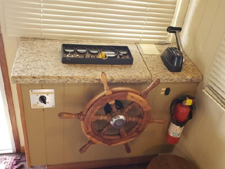 Jamestowner Houseboat image