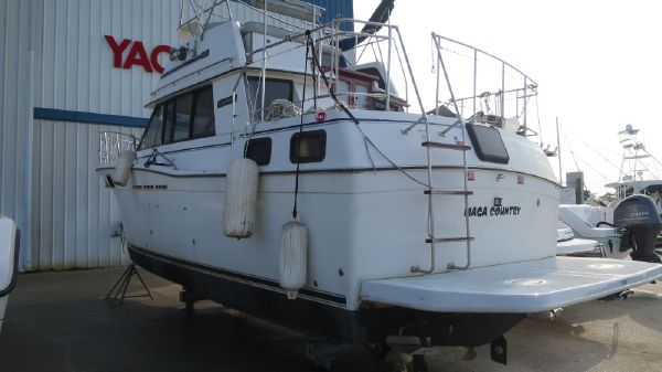 Carver 32 Motor Yacht