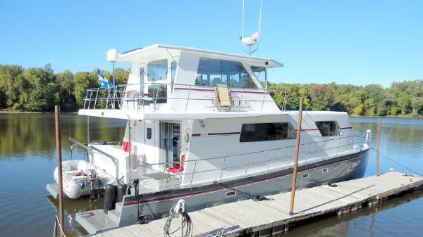 Power Catamaran Flybridge