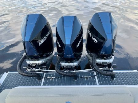 Mystic Powerboats M3800 image