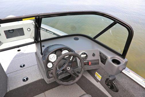 Lund 2000 Sport Angler image
