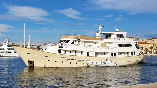 Custom 40 m. Charter Cruise