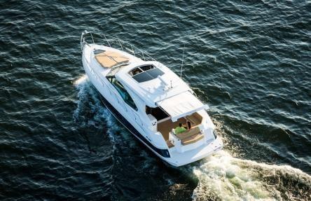 Cruisers Yachts 45 Cantius Running Shot - Sistership Photo
