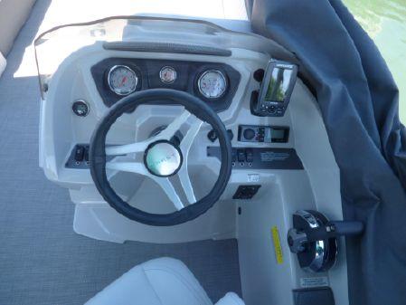 Crest 230 SL Tri image