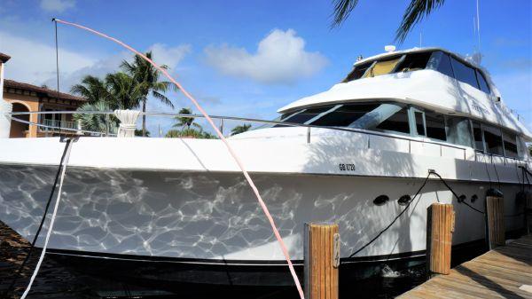Lazzara Yachts Skylounge Grand Salon