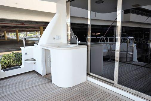 Lazzara Yachts Skylounge Grand Salon image