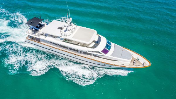 Horizon 110 Raised Pilothouse