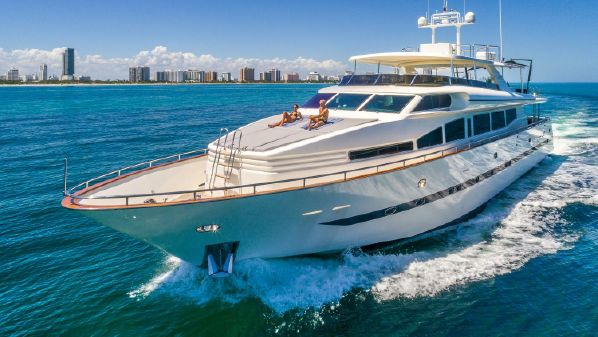 Horizon 110 Raised Pilothouse image