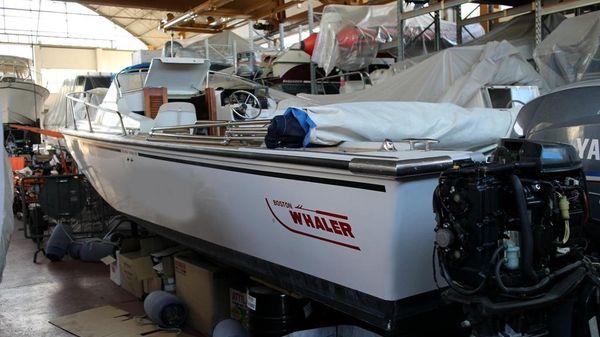 Boston Whaler REVENGE CUDDY 25