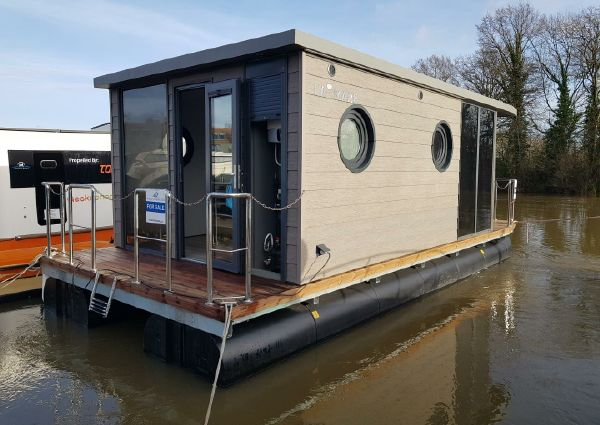 Waterlodge ONE Floating Studio Apartment image