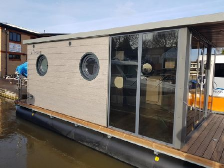 Waterlodge ONE Floating Studio Apartment image