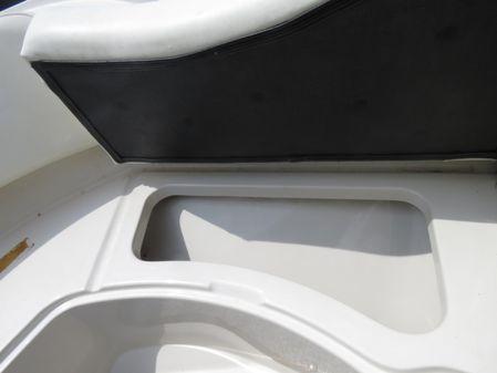 Sea Ray 210 Select image
