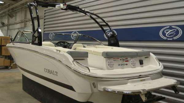 COBALT BOATS 220S