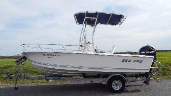 Sea Pro 176 Center Console