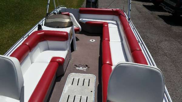 Sprint Deck Boat image