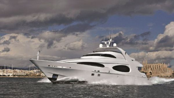 MILLENNIUM SUPER YACHT Luxury Raised Pilothouse