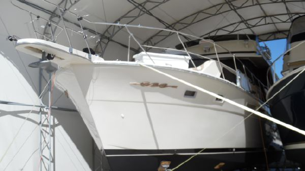Chris-Craft 500 Constellation MY Stored Under Cover Port