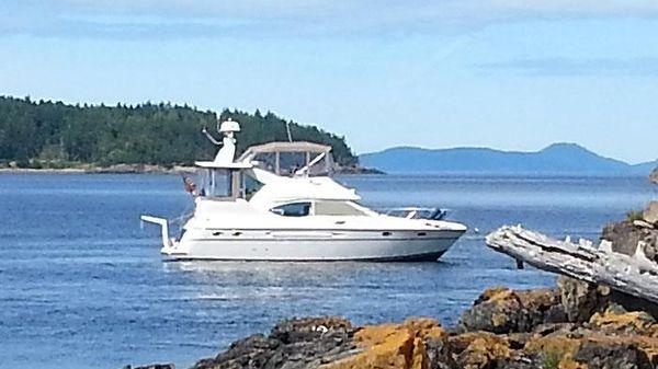 Maxum 4100 SCA Aft Cabin Sport Yacht Maxum 4100 SCA Exterior Profile - At Anchor