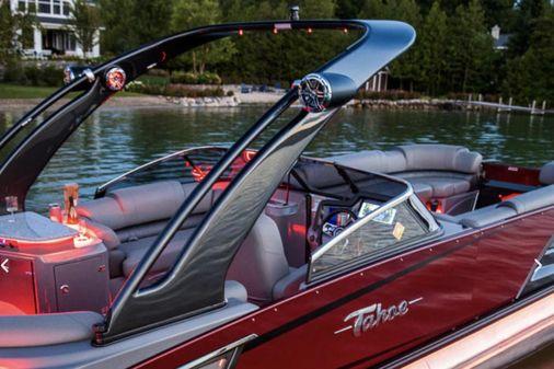 Tahoe Pontoon Grand Tahoe Elite Windshield 25' image