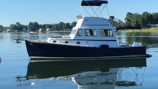 Ellis Downeast Flybridge Cruiser