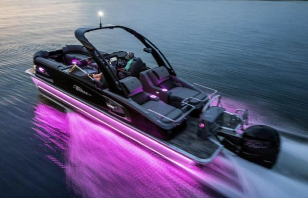 2021 Tahoe Pontoon Grand Tahoe Rear Lounge Windshield 27'