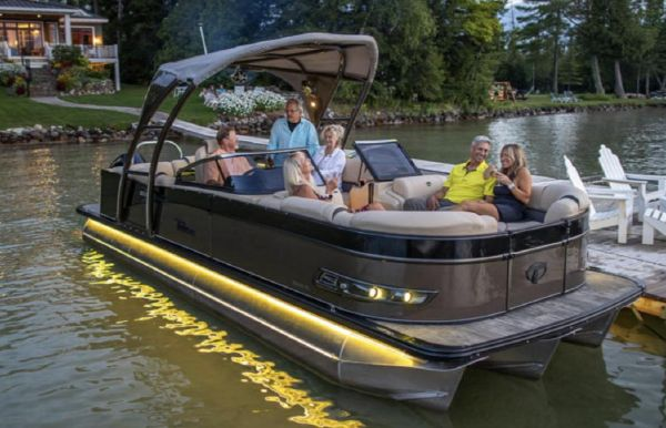 2021 Tahoe Pontoon Cascade Platinum Elite Windshield 27'