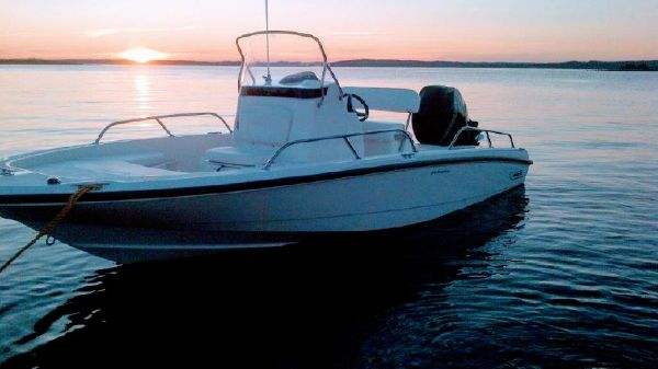 Boston Whaler Dauntless 200
