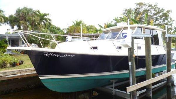Mainship Pilot House Sedan